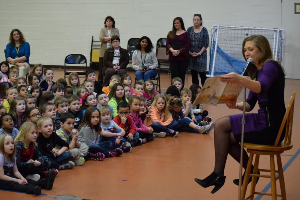 WSBT's Suzanne Spencer reads to Bittersweet students