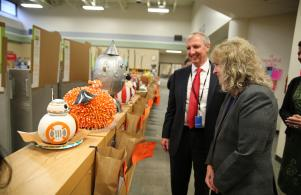 Indiana Superintendent Glenda Ritz PHM visits Bittersweet